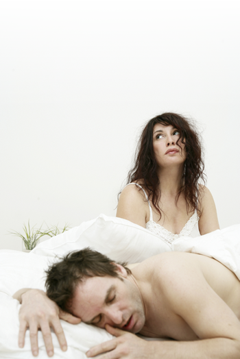 Image of a couple with sleeping problems